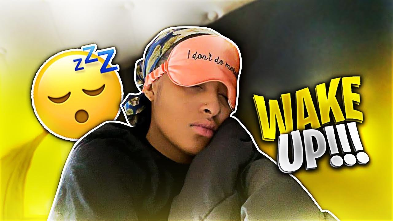 ANNOYING MY GIRLFRIEND AT 6AM IN THE MORNING *Hilarious*