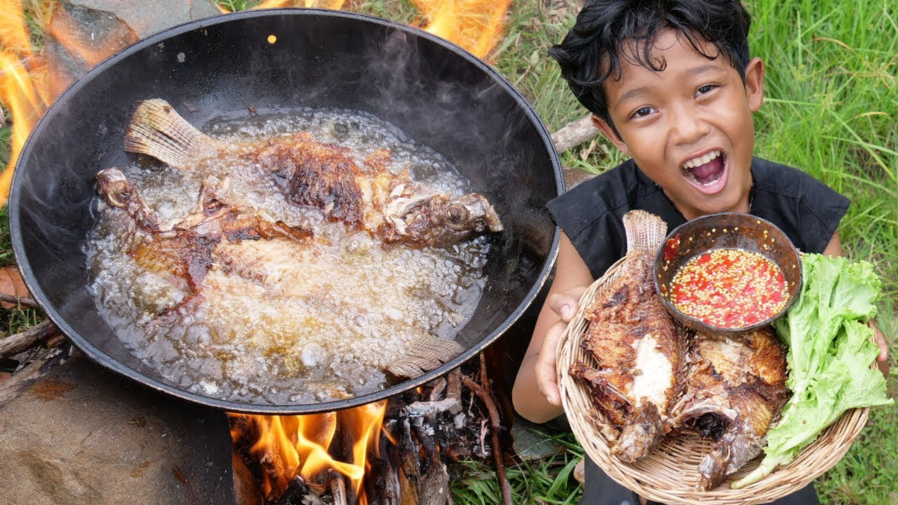 Survival Skills - Wow cooking fish and eating delicious